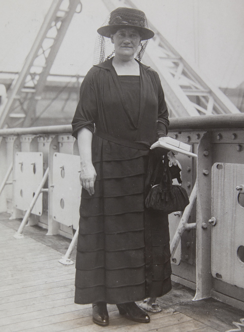 Marie-MacSwiney-on-board-a-ship-destined-for-the-USA