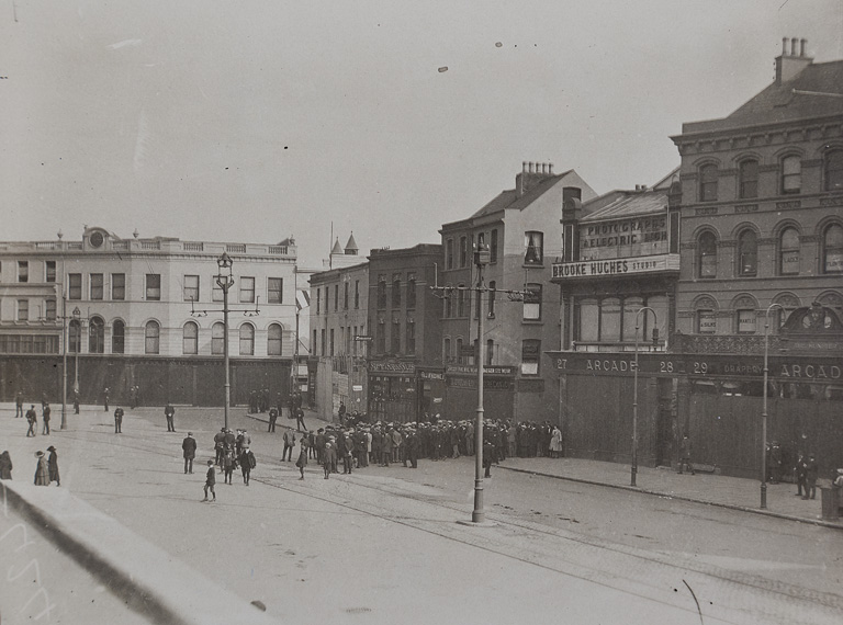 Patrick-Street-before-its-burning-as-crowds-gather-for-Terence-MacSwineys-Funeral-1920