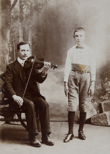 Portrait-of-Tomas-MacCurtain-and-his-son