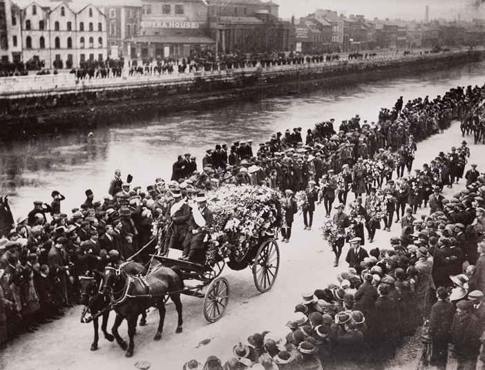 Tomas-MacCurtain-funeral-procession-on-Popes-Quay-Cork