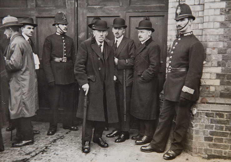 Town-Clerk-Cork-William-Hegarty-and-Donal-Gavin-City-Solicitor-Visit-Brixton-Prison